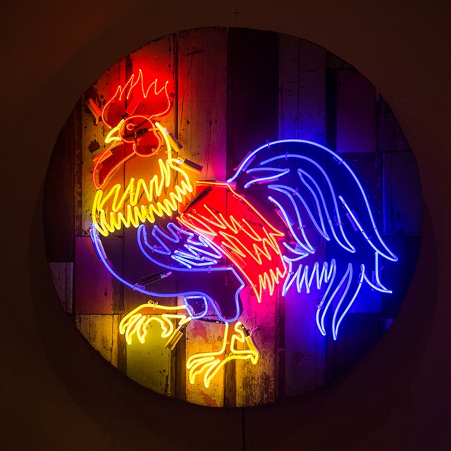 Rooster, 2015-2016, Acrylic and neon light on wooden panel, Diameter 100 cm._2