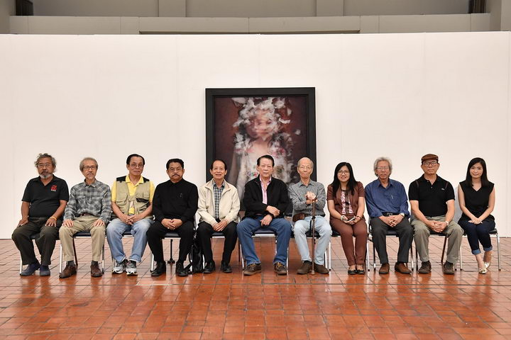 คณะกรรมการการตัดสินประกวดจิตรกรรมร่วมสมัยพานาโซนิค ครั้งที่ 18